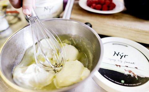Med en nye kokkefavoritten Nýr lager du en luftig ostekrem.