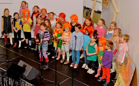 "Galleberg SFO-kor med ""Her kommer Pippi Langstrømp""."