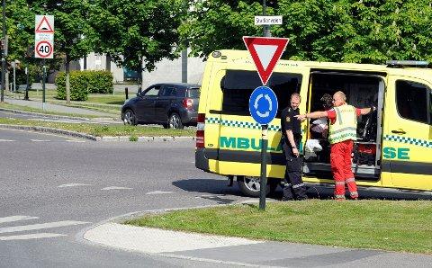 Ambulanse og politi kom til stedet.