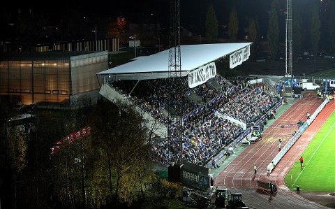 Stabæk har så labngt solgt 2.000 av de nesten 6.000 tribuneplassene på Nadderud stadion.