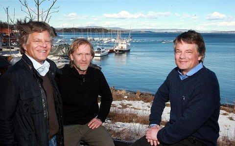 """TREKKER I TRÅDENE: Espen Tandbeg (fra venstre), Jan Wanggaard og Gudbrand Tandberg er pådriverne for å få """"Maud"""" hjem til Vollen. FOTO: KARL BRAANAAS"""