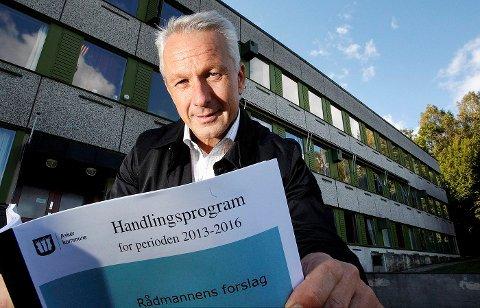 UTSETTELSER: Rådmann Lars Bjerke legger frem handlingsprogrammet i dag med forslag om utsettelser av skoler og sykehjem. FOTO: KARL BRAANAAS