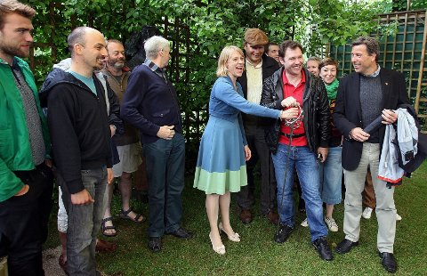 Statsråden møtte David Davies og andre skuespillere.