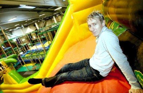"""Rune Skandsen, daglig leder i Leo's Lekeland, lover et """"topp moderne, stort, heftig og nytenkende"""" lekeland når de åpner i Stabburveien på Råbekken i september."""
