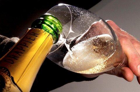 Ap mener at det viktigste i alkoholpolitikken ikke er et felles klokkeslett, men at det er et godt kontrollregime.