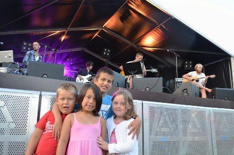 F.v: Brian Kruse Karlsen (6), Celina Halvorsen Arpun (7), Marcus Halvorsen (11) og Matilde Larsen (7) er på Kjerringvikfestivalen for første gang.