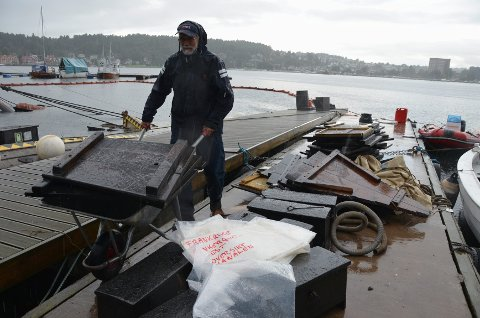 Styremedlem i Båtlaget Gaia, Svein Olav Løberg, samlet rester fra forliset.