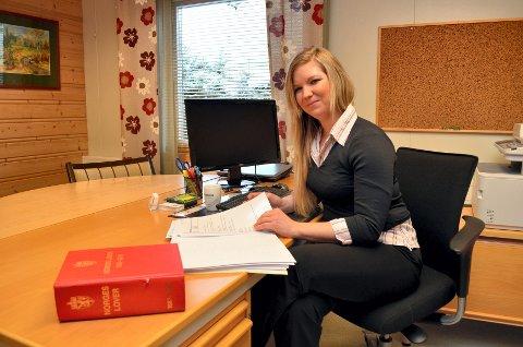 Advokatfirmaet Consensus i Elverum, her ved advokatfullmektig Alina Drazkowski, har etablert seg på Flisa. Her, i den gamle lensmannsgården nederst i Kaffegata, kommer de til å ha åpent to dager i uka.