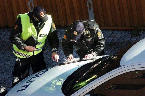 Mange vil ha jobb i politiet. Dette bildet er fra en kontroll i Tønsberg.