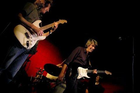 På scenen i 40 år. Bjørn «Krisa» Kristiansen er en av de siste gitarheltene. 1.juledag spilte han og Fender Benders på Hawk. Foto: Adrian Øhrn Johansen