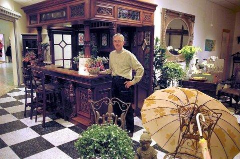har laget et tomt lokale om til en eksotisk utstilling med orientalske ...