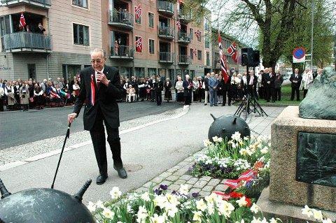 Mange hadde møtt opp til minnestunden ved Sjømannsminnesmerket, der Bjarne Liverød holdt tale. Foto: Paal Even Nygaard