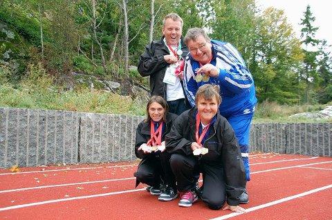 GØIFs aktivitetsgruppe i friidrett har deltatt i Special Olympics i Polen. Thomas Knutsen (bak f.v.), Per Frederiksen, Tina Holm (foran f.v.) og Ingeborg Sangolt tok alle medaljer. Foto: Maja Christensen