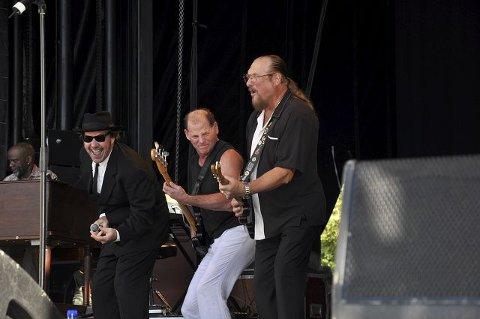 BLUESBROTHERS: Det var bluesbrothers som hadde æren av å avslutte en strålende dag på brygga.