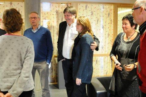 Fraksjonsmøte før avstemmingen om KKP i formannskapet. Fra venstre: Ellen Korvald (V), Arvid Lyngås (H), Odd Mortensen (Frp), Karin Furuborg (H), Anne Berger (Sp) og Kjell Gustav Jarness (Frp).