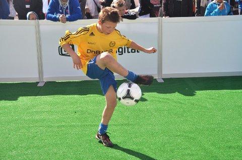 Daniel Kromstad, fra Sandefjord Ballklubb, viste imponerende teknikk når han deltok triksekonkurransen.
