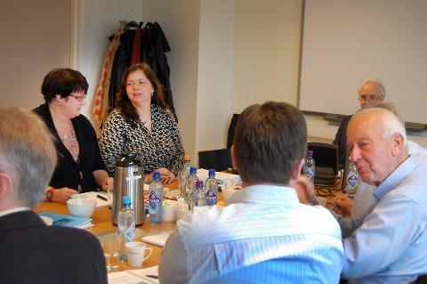 Fylkespolitiker Siri Hov Eggen (Ap) fra Vestby, til venstre og tidligere Nittedal-ordfører Mette Tønder (H) møtte onsdag for første gang i Ahus-styret. FOTO: INGER EIDEM