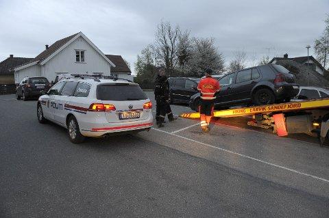 Den ettersøkte bilen ble hentet av Viking i Larvik sentrum, i en blindgate i nabokvartalet til Larvik politistasjon.