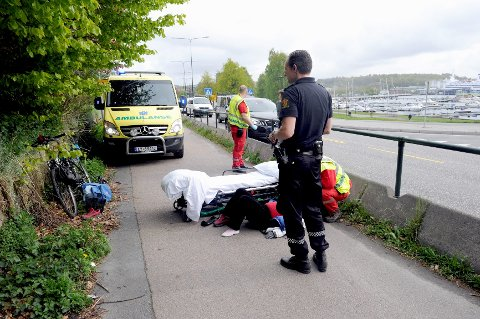 Kvinne (62) til sykehus etter at håndveska hektet seg fast og hun ble slengt av sykkelen langs Hystadveien ved Stub.