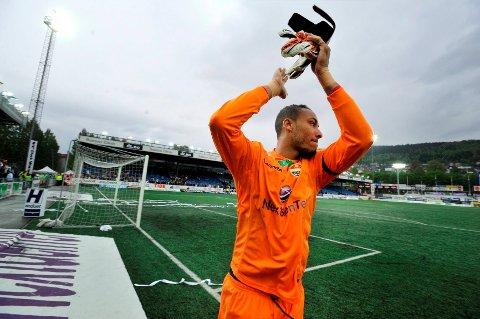 Adam Larsen Kwarasey har vært førstekeeper i Strømsgodset siden 2010. Nå har han to kamper igjen for klubben han har spilt for i åtte sesonger.