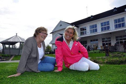 Roser medlemmene: Heidi Lill Mollestad, her sammen med Signe Knutsen, er imponert over Lions-medlemmene i Norge.