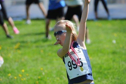 Alle barna som deltok i Sandefjordsløpet fikk medalje og is etter målgang.