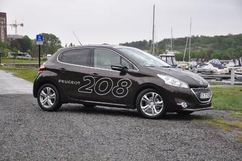 Peugeot 208 har flotte linjer, og er både frekk og elegant.