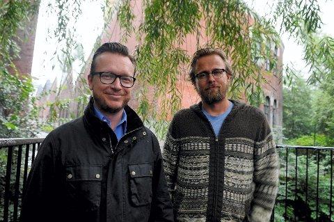 Om kort tid er det premiere på Espen Sandeberg (til venstre) og Joachim Rønnings nye verk, Kon-Tiki. De sier at de identifiserer seg med Tor Heyerdahl og at de liker å lage karakterdrevne filmer med størrelse. – Drømmen er å lage James Bond, sier de lett spøkefullt. Neste prosjekt er filmatiseringen av Lars Saabye Christensens «Beatles». Foto: Flemming Hofmann Tveitan