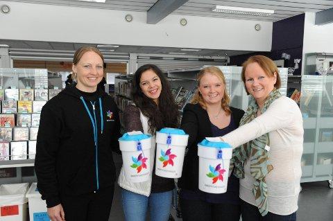Fra venstre: Elisabeth Berentzen (Kreftforeningen), innsamlingsleder Sandra Engen Birkeland, Aksjonssjef Elin Johannessen og Siv Thomassen (friskmeldt kreftpasient).