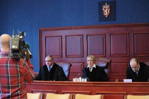 Hoveddommer Reidun Wallevik leste opp dommen i Adgader lagmannsretts sal 1 mandag.
