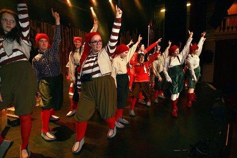 "Klart for juleforestilling i Drammens teater, ""Fjøsnisser i juleknipe""."