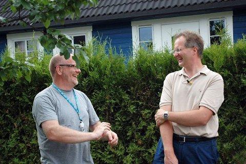UNIKT: Fra venstre Morten Bilet og Knut Jørgen Røed Ødegaard klarte ikke å holde smilene borte etter funnet på Sydskogen i går.