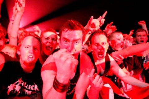 Fansen ga alt foran scenen der Metallica sto i Telenor Arena på Fornebu.