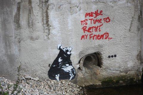 Maybe it's time to retire my friend...  Graffitien er malt ved Rønne elv, midt i Sandvika sentrum.