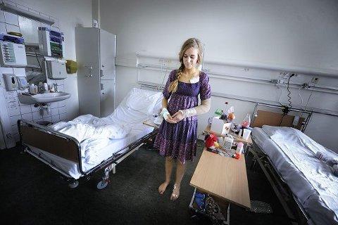 Ina Rangønes Libak (21) skjemmes ikke av arrene hun har fått etter operasjonene. Hun har til og med navngitt to av dem: «Samholdsarret» og «Solidaritetsarret.»begge foto: Christian clausen