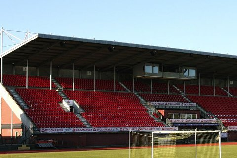 Hovedtrener Tor Thodesen kommer med krass kritikk av forholdene for Moss FK etter oppgradering på Melløs stadion. - I år har dommere og motstandere sendt rapport til kretsen på forholdene i forbindelse med hjemmekampene våre, hevder Thodesen.
