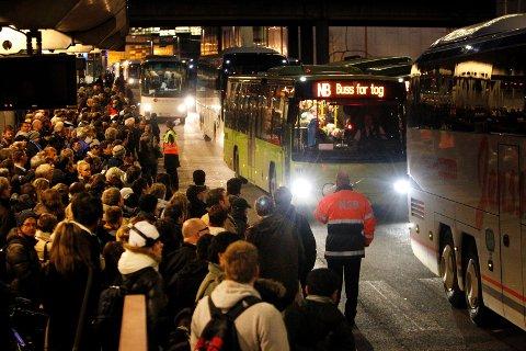 Alle tog mellom Drammen og Asker blir innstilt til helgen. Det vil bli satt opp buss for tog.