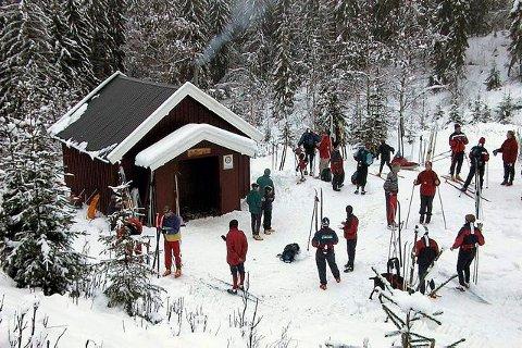 LITT SERVERING: Bærums Verk Rotaryklubb sørger for at Greinehytta holdes åpen lørdager og søndager i skisesongen. FOTO: OLAV HARLEM