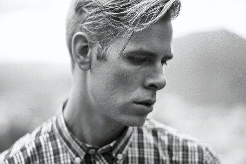 Rapperen Lars Vaular har rappet på bergensk siden 2003. Han har tidligere arbeidet sammen med Tungtvann, Side Brok, Jan Eggum, Fjorden Baby! og John Olav Nilsen & Gjengen. 11. august hører og ser du ham i Badeparken i Sandefjord.