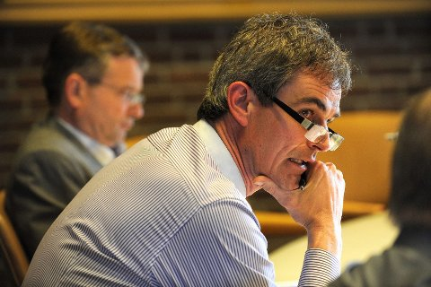 Ordfører Bjørn Ole Gleditsch (H) og hans partifeller, er svært opptatt av å bedre kommunens investeringsevne. Han sier at skulle revidert budsjett i mai bedre situasjonen, så ønsker han likevel ikke å slakke opp i forslagene til kutt og innsparing. Foto: Atle Møller