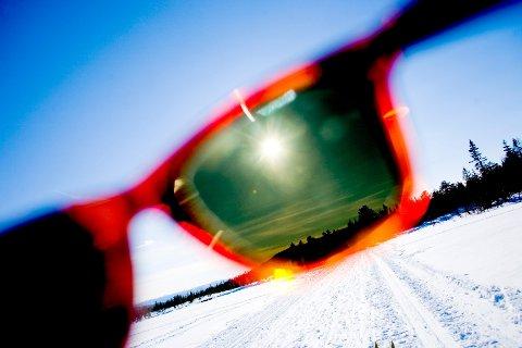 Det kan bli behov for solbriller i vinterferien, da det er meldt strålende vær og plussgrader på dagtid.