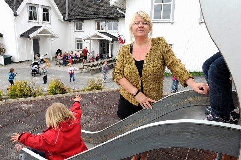 Daglig leder ved Sole barnehage og leder i forum for private barnehager, Hilde Ellingsen, mener tilbakebetalingen av millionsummen vil føre til nedbemanning og i verste fall nedleggelser av barnehager.