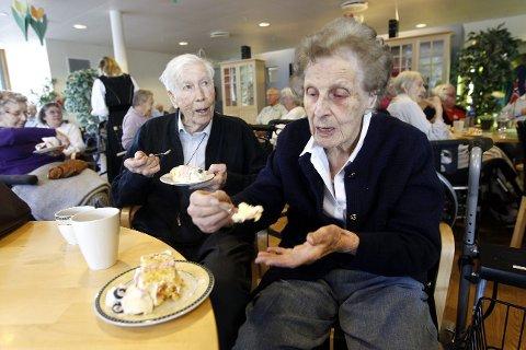 GOD KAKE: – Denne kaken var kjempegod, sa Kaare og Gerd Gjellebæk