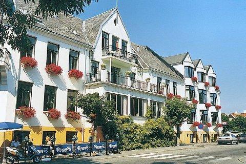 Stavern storstue gjennom mange år, Hotel Wassilioff, er solgt. På eiersiden finner vi også folk fra Sandefjord. Foto: Hotel Wassilioff