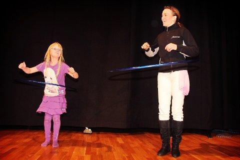 Mange hadde møtt frem da Kulturskolen arrangerte internasjonal familiedag på Værste-området lørdag.