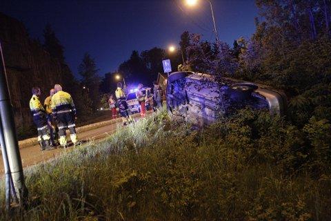 En bil havnet natt til mandag i grøften like ved Vrengenbrua.