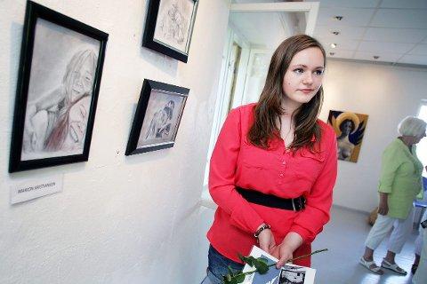Ikke første gang: Det var ikke første gang Marion Kristiansen (18) så kunsten sin opphengt. – Jeg har deltatt på UKM før, og kom til landsfinalen i fjor, forteller 18-åringen.