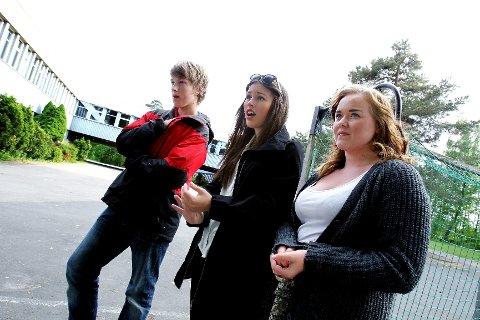 ulie Stabell, Kamilla Haslevang og Loke Løkling kan ikke forstå at det er lov å kreve at elevene skal være på skolen når det er så møkkete. Vaskepersonalet på Ekholt ungdomsskole er i streik