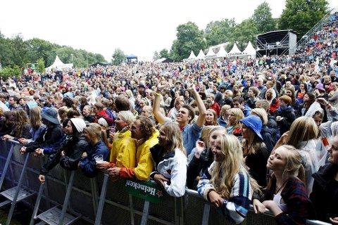 FOLKEFEST: Sørg for at billetten din er ekte hvis du skal på Slottsfjellfestivalen.Foto: Eric Johannessen