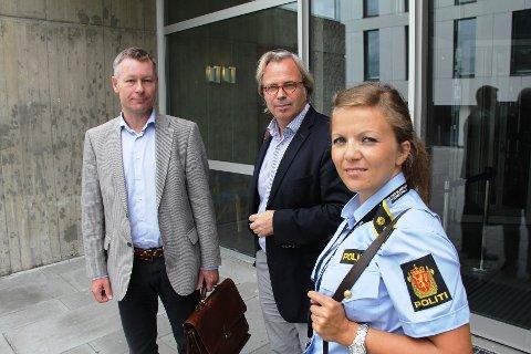 Forsvarerne Peder Morset (t.v.) Terje Korneliussen og politiadvokat Lisbeth Ravlo Backe.